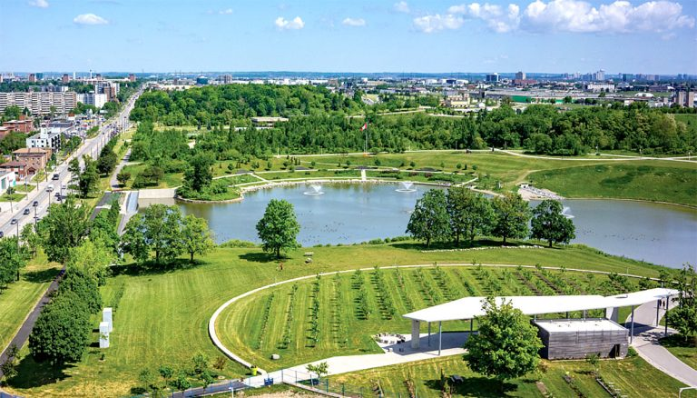 parkside-towns-at-saturday-in-downsview-park-03